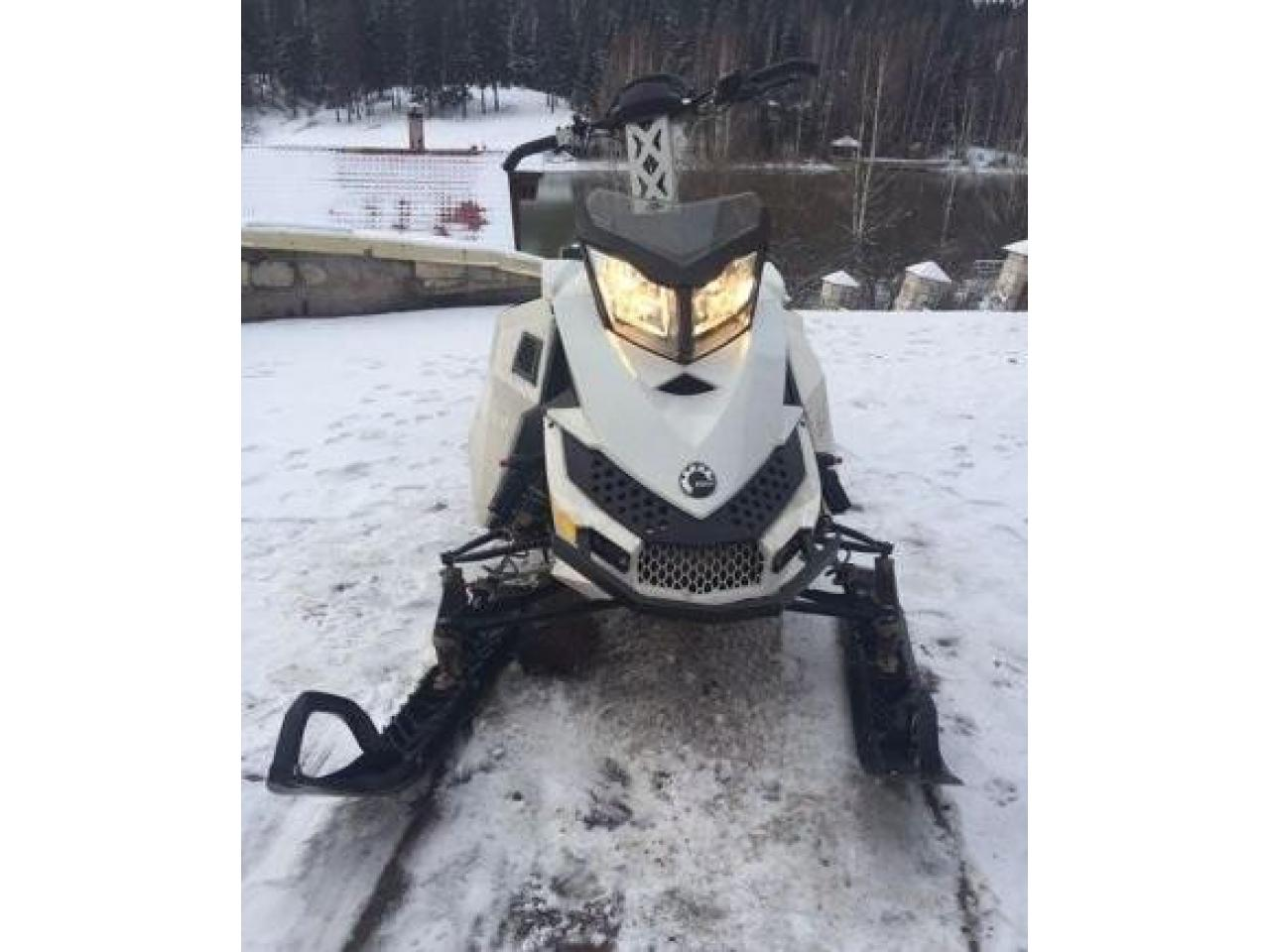 BRP Ski-doo Summit Freeride 800etec 154 - 1/4