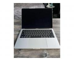 MacBook Pro 2019 Touch Bar i5/8GB/128GB 136 циклов